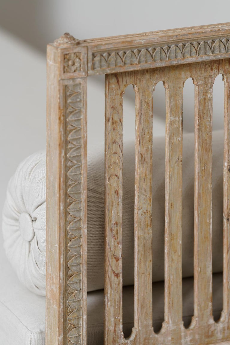 Hand-Carved 18th Century Swedish Gustavian Period Original Paint Daybed by Johan Lindgren For Sale