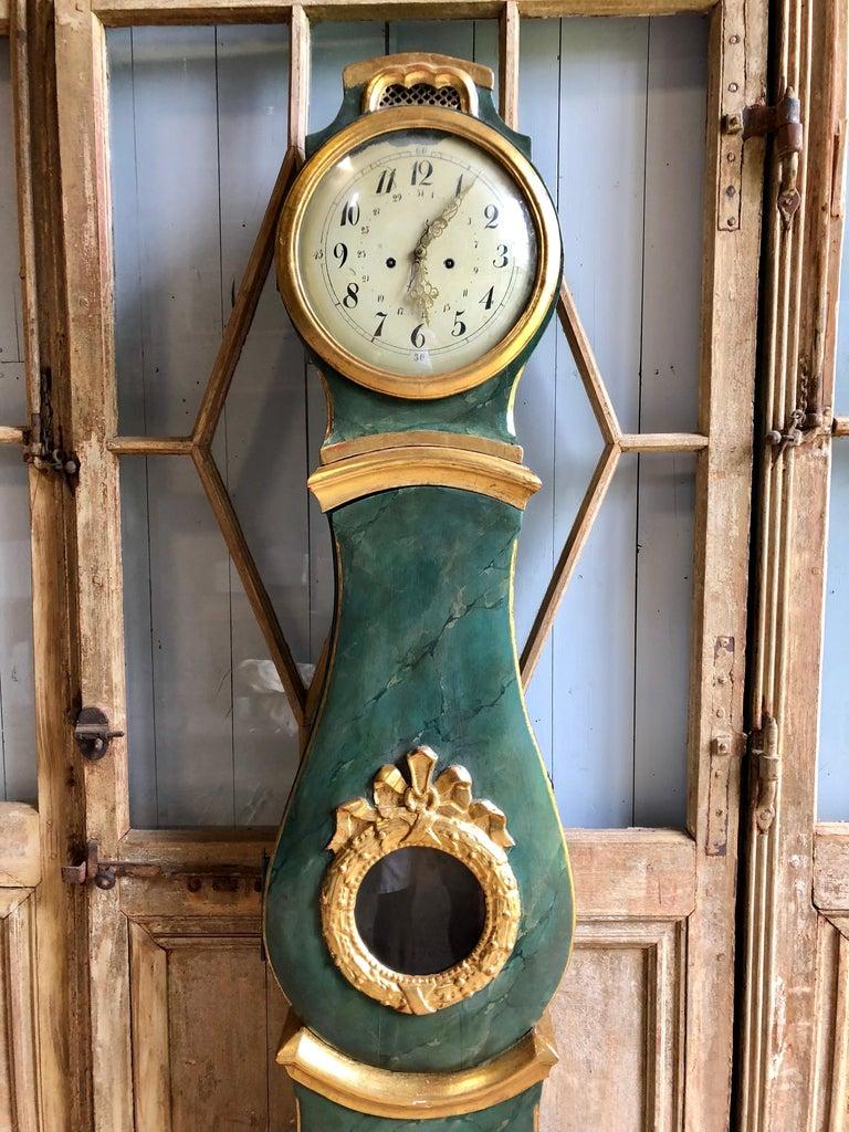 Hand-Painted 18th Century Swedish Mora Clock For Sale