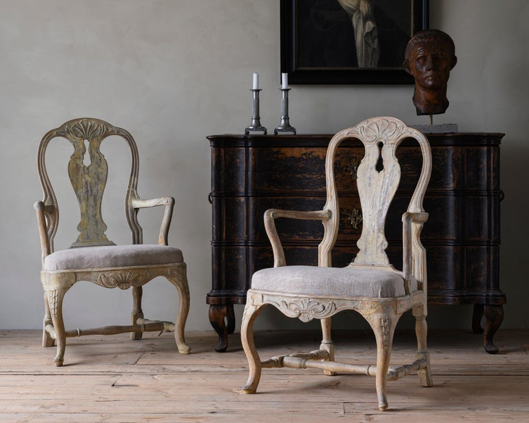 Fine pair of Swedish 18th century Rococo armchairs their original colour grey and upholstered in washed linen. Ca 1760, Stockholm Sweden.