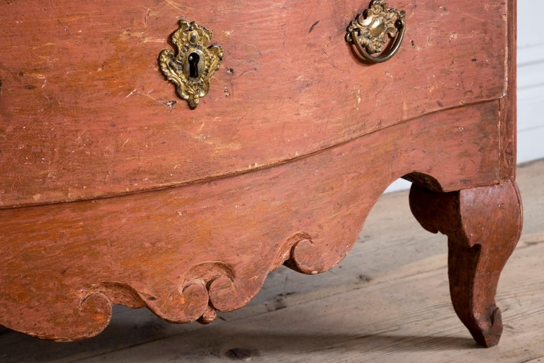 Hand-Carved 18th Century Swedish Rococo Commode For Sale