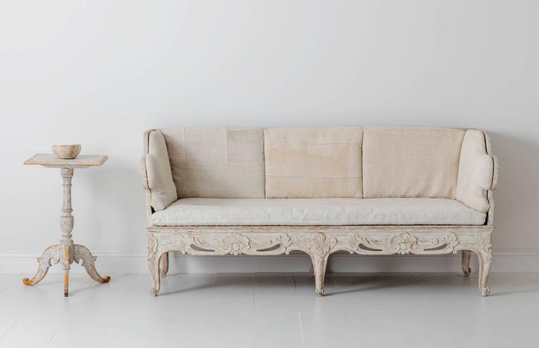 18th Century Swedish Rococo Period Trag Sofa Bench in Original Paint For Sale 3