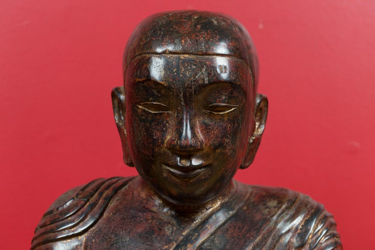 Hand-Carved 18th Century Thai Hand Carved Lacquered Wood Sculpture of a Seated Monk For Sale
