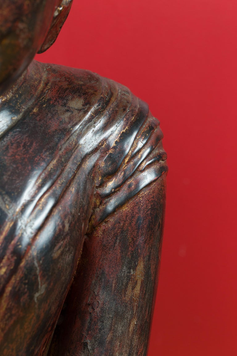 18th Century Thai Hand Carved Lacquered Wood Sculpture of a Seated Monk For Sale 1