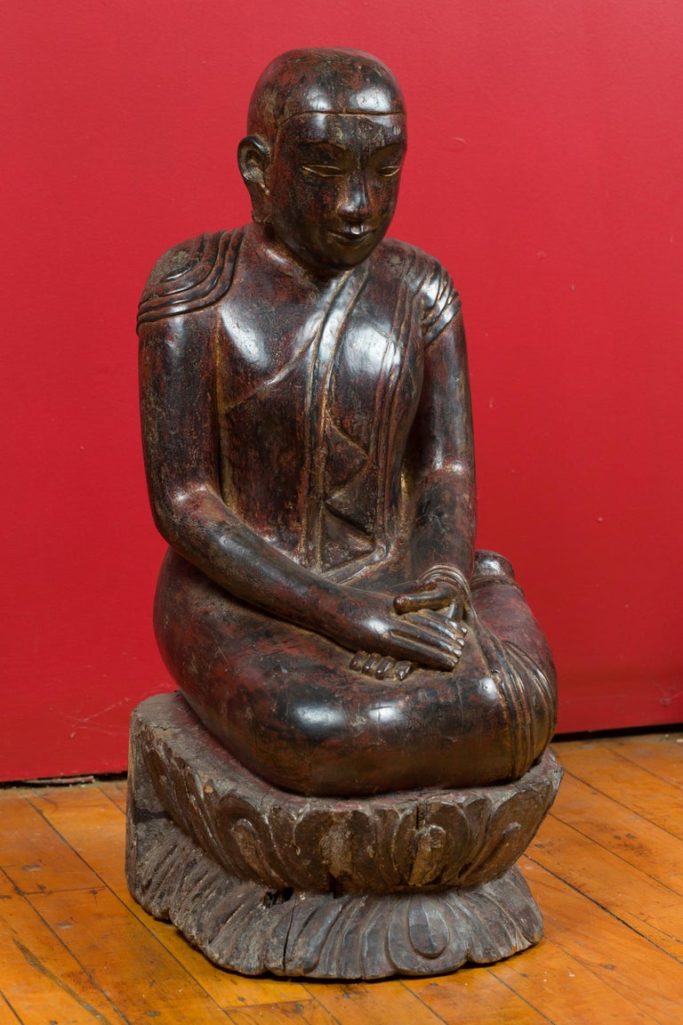 18th Century Thai Hand Carved Lacquered Wood Sculpture of a Seated Monk For Sale 4