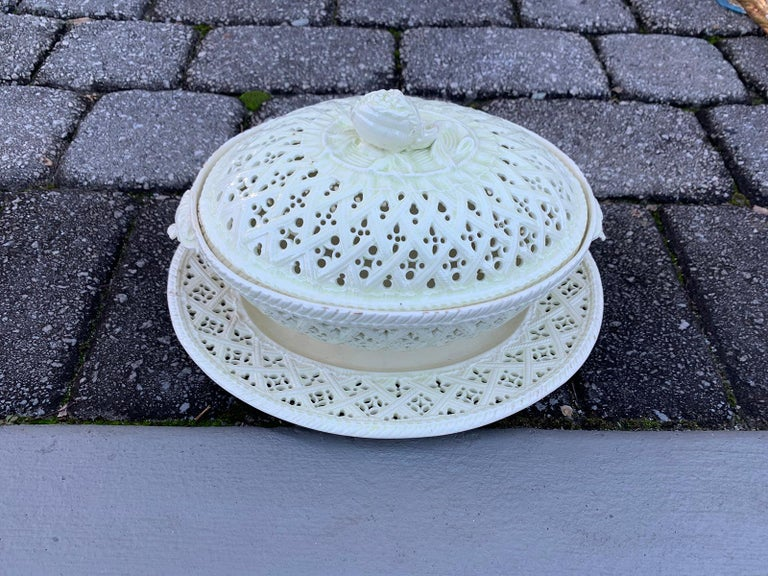 18th Century Three-Piece Creamware Basket with Underplate & Lid For Sale 4