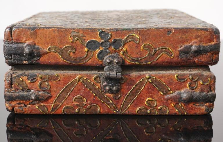 18th Century Tibetan Lotus Buddha Polychrome Wood and Iron Box For Sale 3