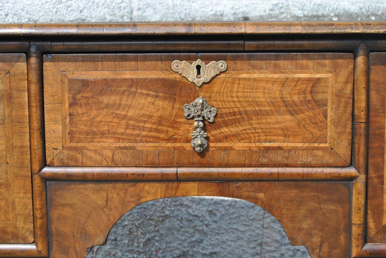Elizabethan 18th Century Twist Leg Walnut English Hall Table For Sale