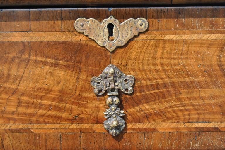 18th Century Twist Leg Walnut English Hall Table For Sale 3