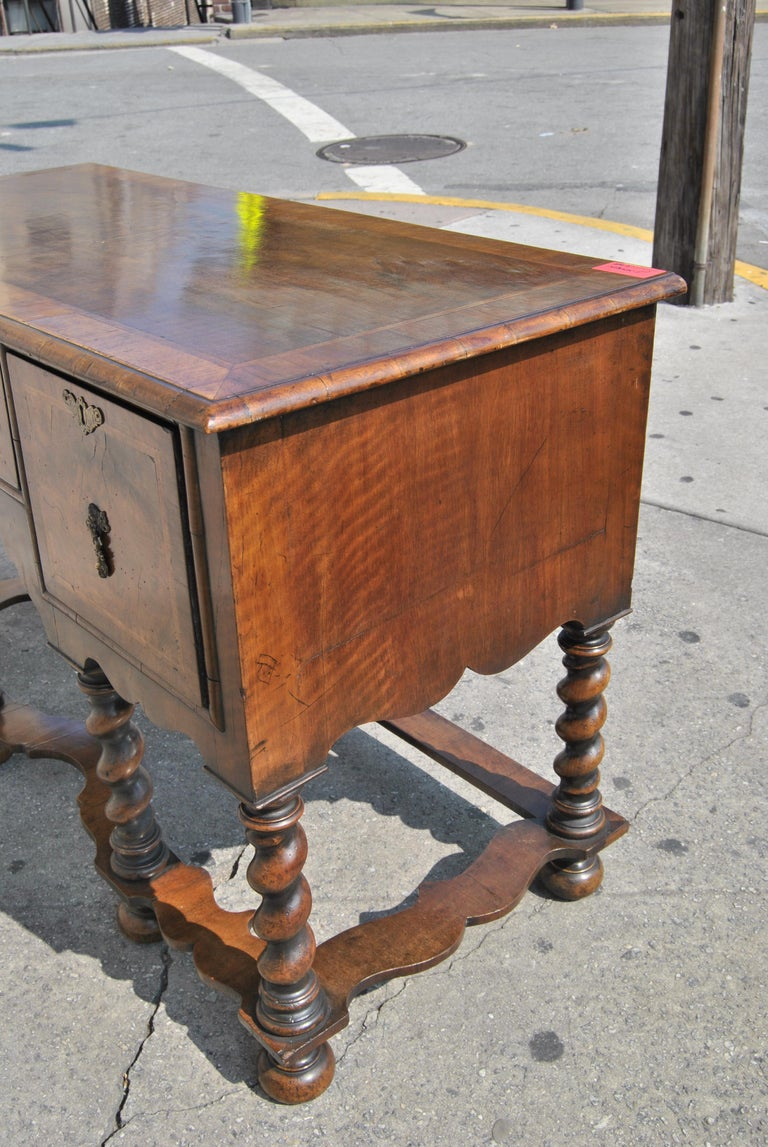 18th Century Twist Leg Walnut English Hall Table For Sale 4