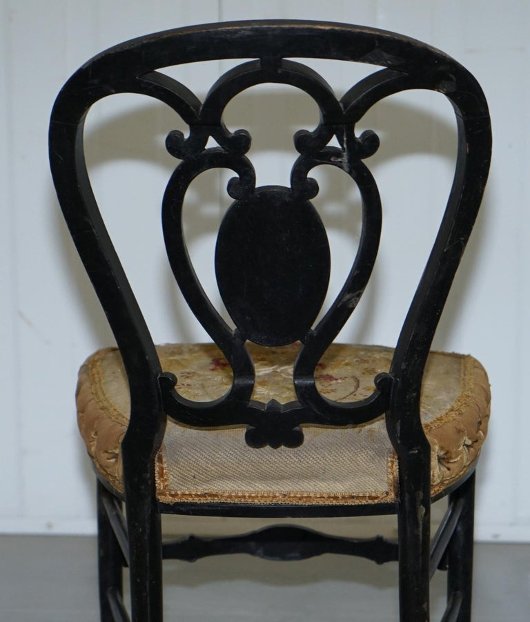 18th Century Very Rare Early Georgian Hand Painted Chinoiserie Ebonized Chair For Sale 8