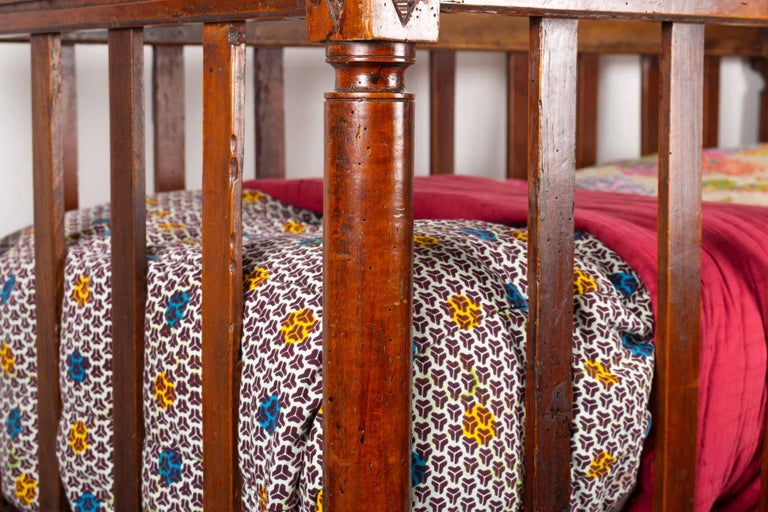 18th Century Walnut Baby Bed In Good Condition For Sale In Saint-Ouen, FR