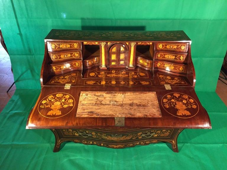 18th Century Walnut Inlaid Dutch Bureau Secrétaire For Sale 7