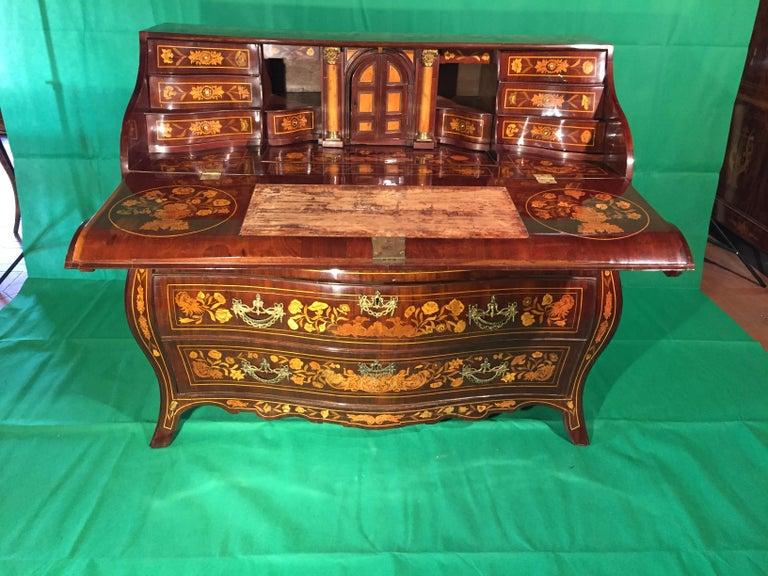 18th Century Walnut Inlaid Dutch Bureau Secrétaire For Sale 8