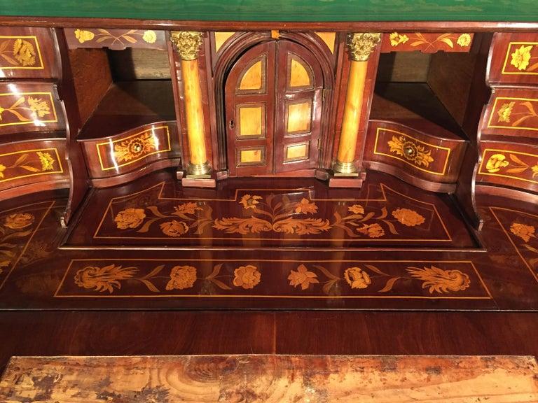18th Century Walnut Inlaid Dutch Bureau Secrétaire For Sale 9
