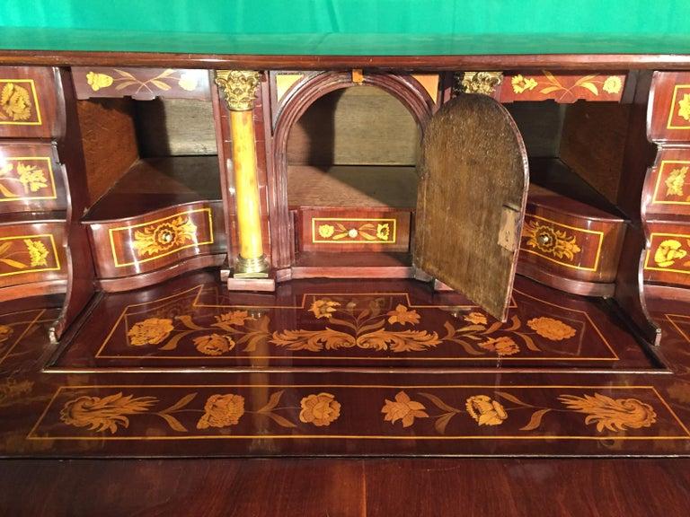 18th Century Walnut Inlaid Dutch Bureau Secrétaire For Sale 10
