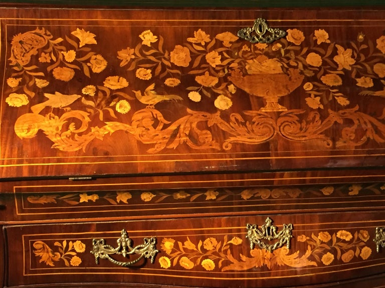 18th Century Walnut Inlaid Dutch Bureau Secrétaire In Good Condition For Sale In Roma, IT