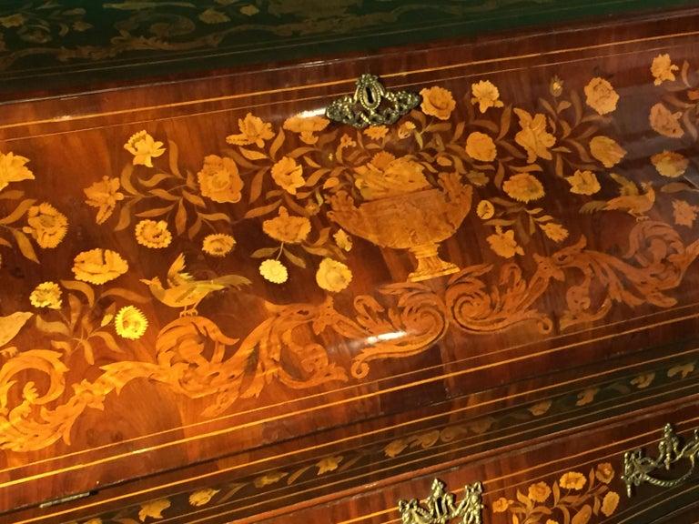 18th Century Walnut Inlaid Dutch Bureau Secrétaire For Sale 1