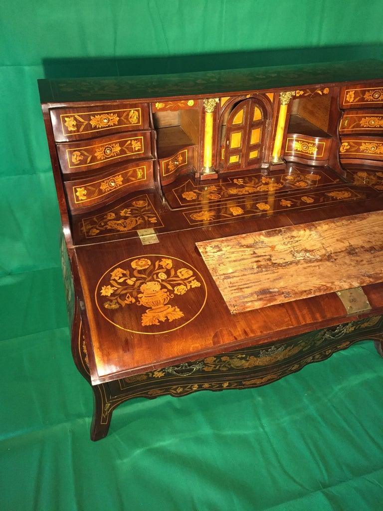 18th Century Walnut Inlaid Dutch Bureau Secrétaire For Sale 5