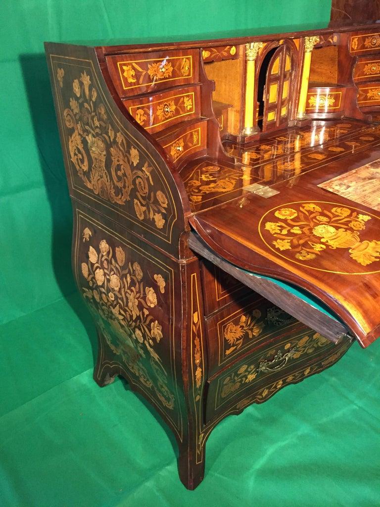 18th Century Walnut Inlaid Dutch Bureau Secrétaire For Sale 6