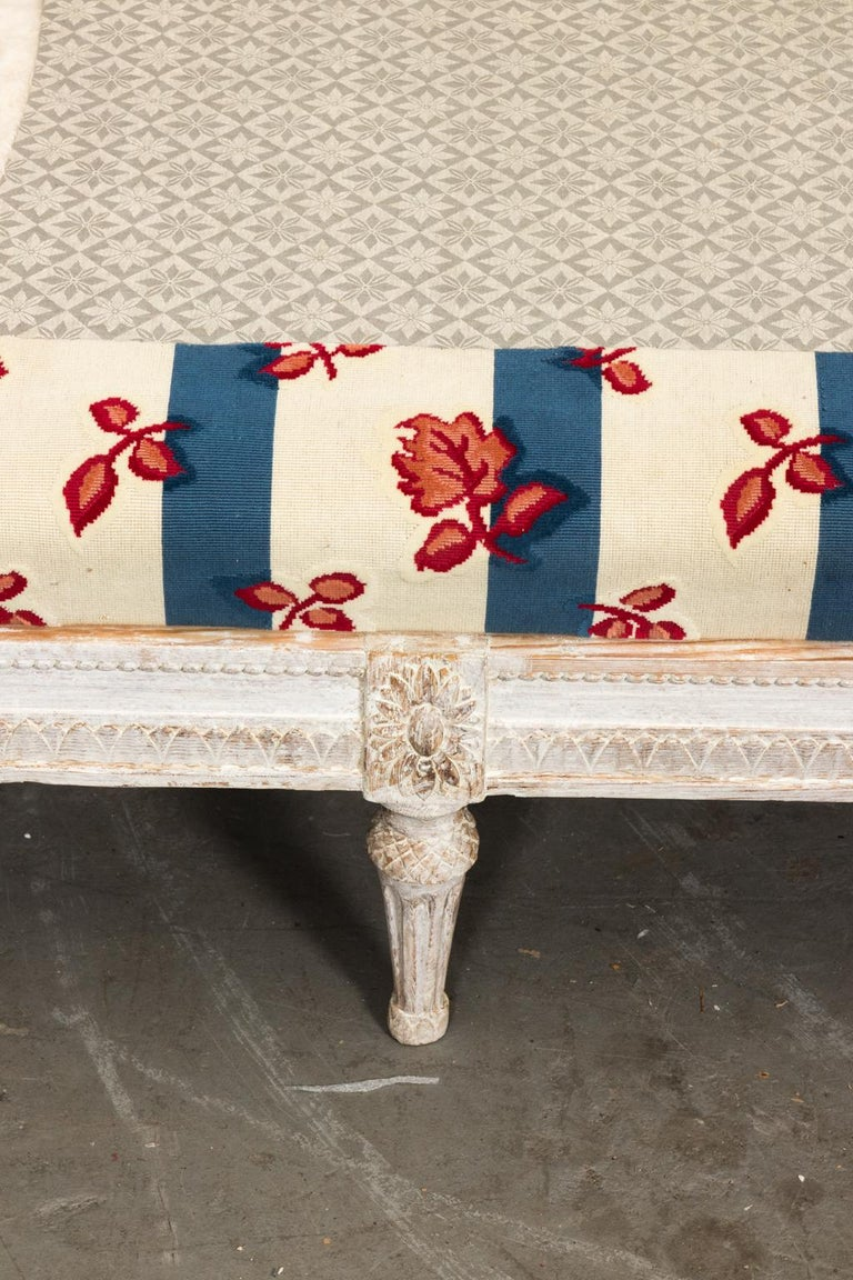 18th Century White Painted Gustavian Swedish Sofa For Sale 7