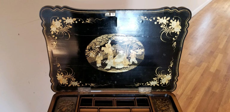 18th Early-19th Century Chinoiserie Sewing Table For Sale 5