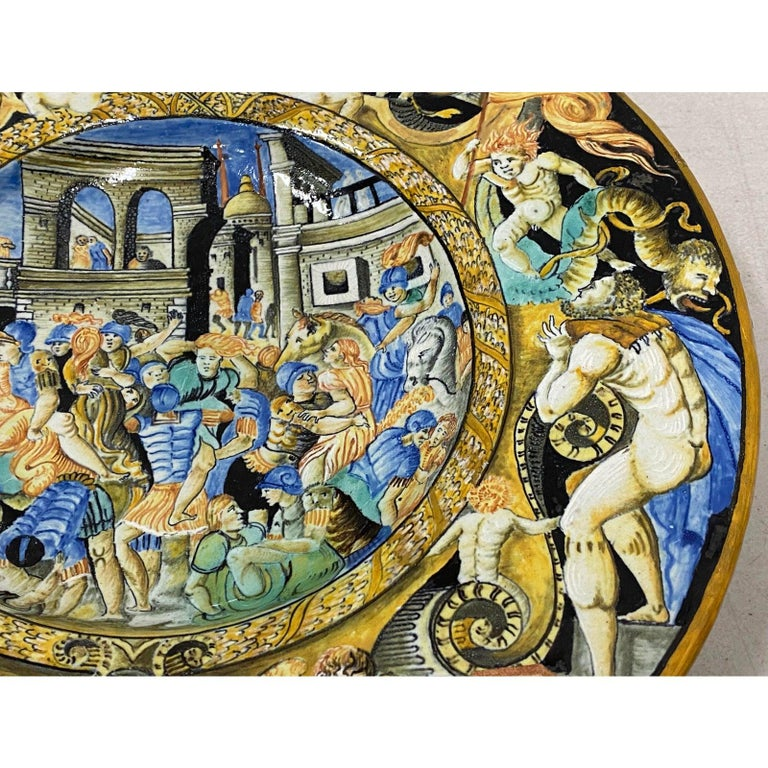 Hand-Painted 18th-19th Century Italian Istoriato Dish with Renaissance Figures For Sale