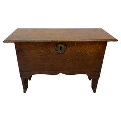 18th to 19th Century Lidded Oak Low Stool with Interior Storage