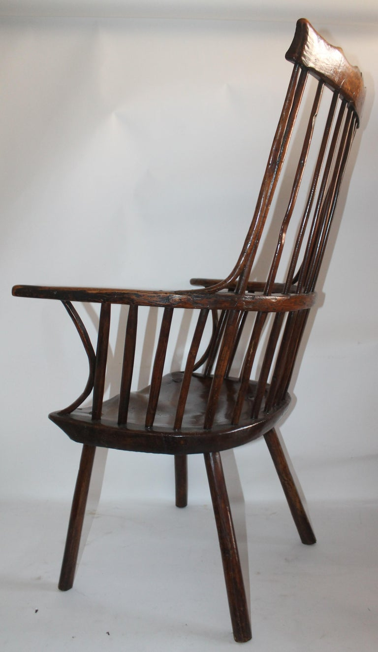 18th Century English Extended Arm High Back Windsor Chair For Sale 3