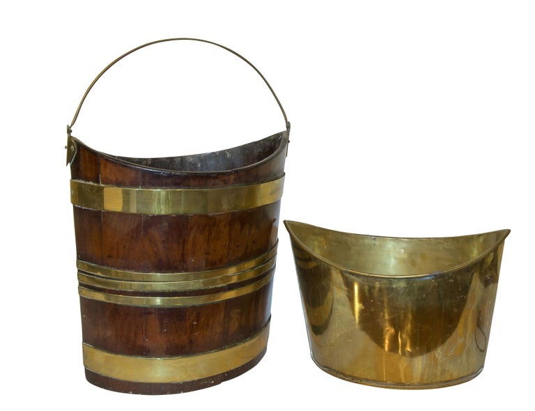 18th Century Mahogany and Brass Bound Bucket In Good Condition For Sale In Salisbury, GB