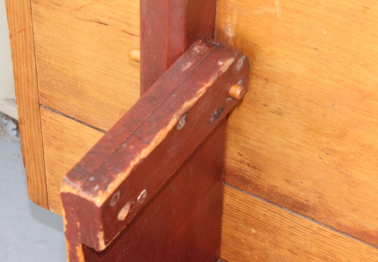 18th Century Original Red Painted Hutch Table For Sale 6