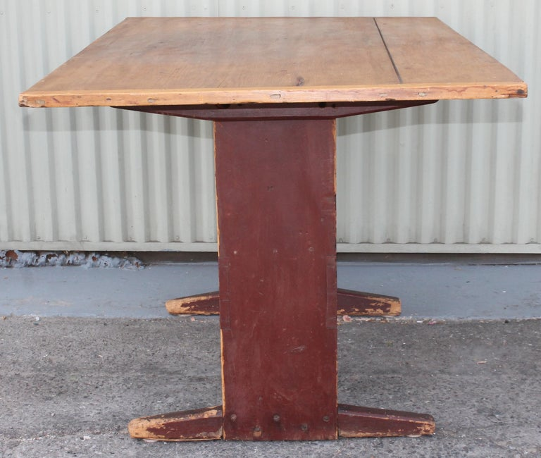 Country 18th Century Original Red Painted Hutch Table For Sale