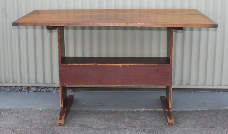 American 18th Century Original Red Painted Hutch Table For Sale