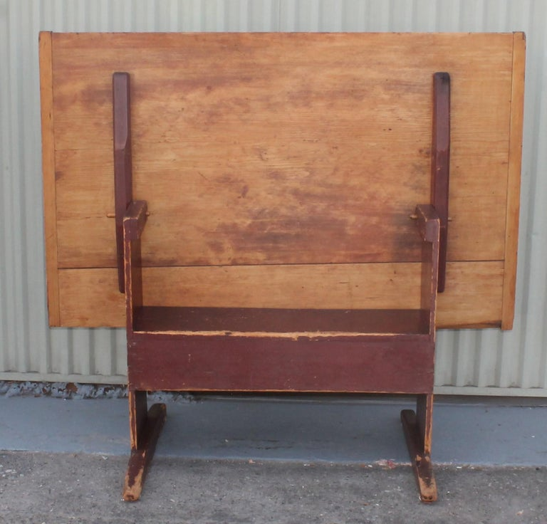 18th Century Original Red Painted Hutch Table In Good Condition For Sale In Los Angeles, CA