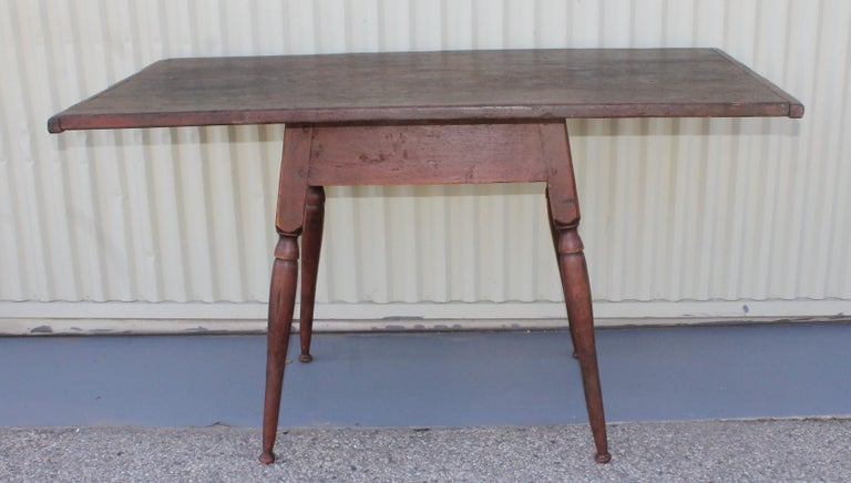 Country 18th Century Tavern Table from New England For Sale