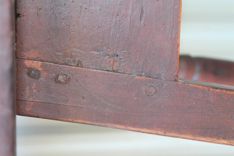 18th Century Tavern Table from New England In Distressed Condition For Sale In Los Angeles, CA