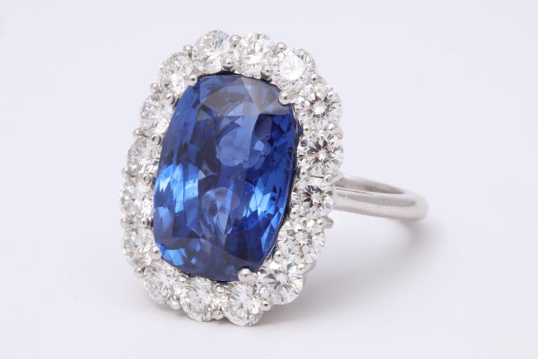 19 Carat Ceylon No Heat Sapphire and Diamond Ring In New Condition For Sale In New York, NY