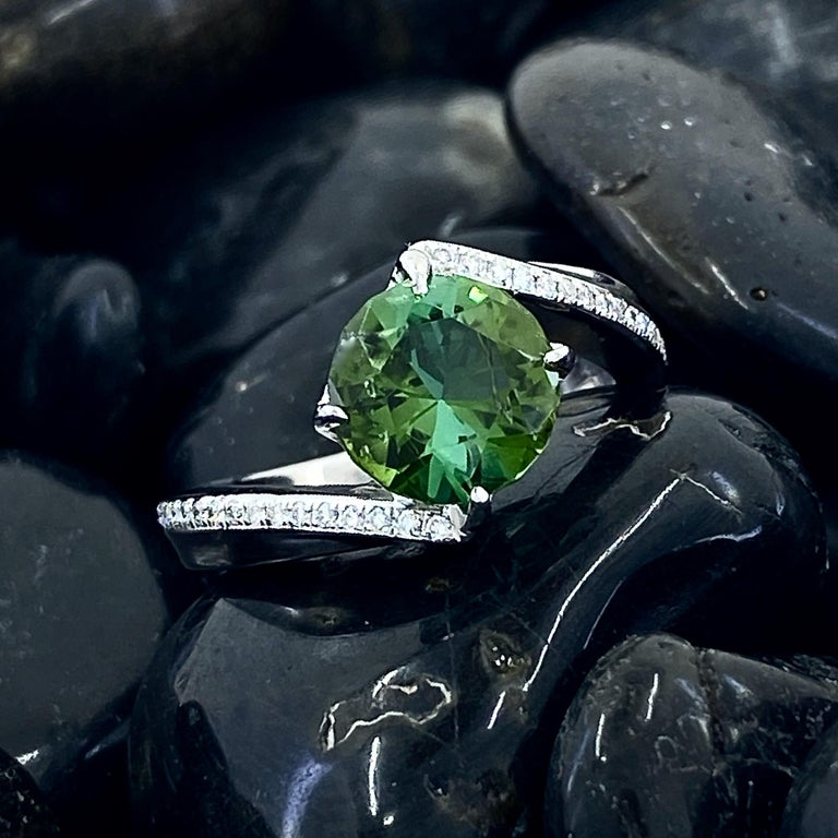 1.9 Carat Green Tourmaline Bypass Ring in Platinum Accented with Tiny Diamonds In New Condition For Sale In Sherman Oaks, CA