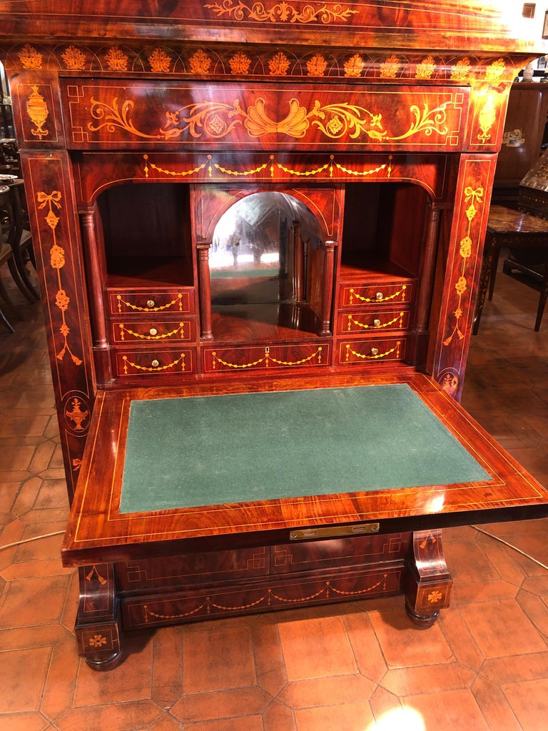 19th Century Charles X Dutch Mahogany Secretaire, 1830s In Good Condition For Sale In Roma, IT