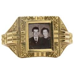 19 Karat Yellow Gold Portrait Frame Unisex / Men's Ring, Mid-19th Century
