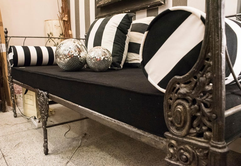 19th Century Napoleon III French Black Cast Iron Daybed For Sale 1
