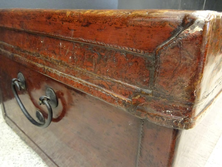 Late 19th Century Red Lacquer Chinese Storage Chest In Good Condition For Sale In Valladolid, ES