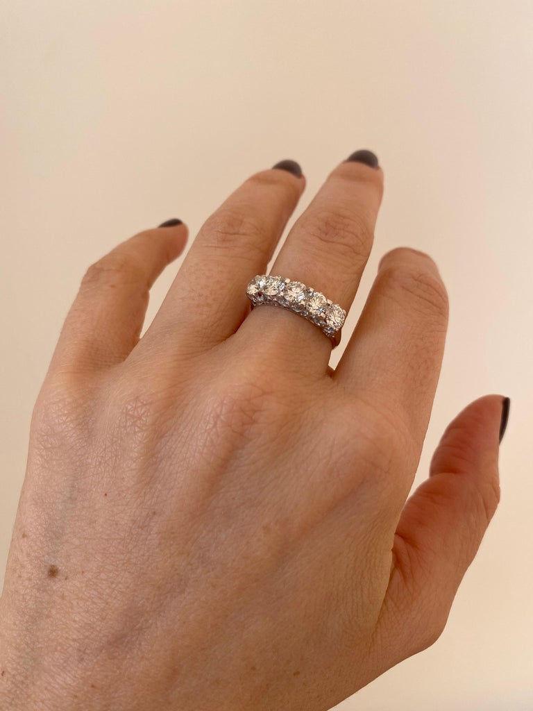 1.90 Carat Diamond Five-Stone Gold Ring For Sale 6
