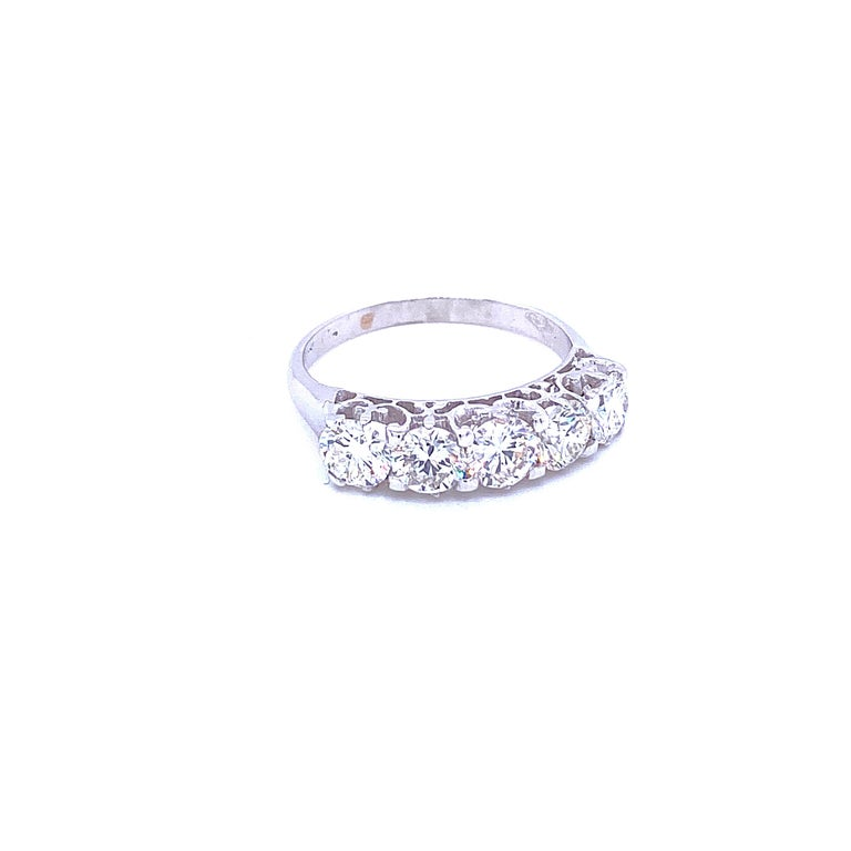 Contemporary 1.90 Carat Diamond Five-Stone Gold Ring For Sale
