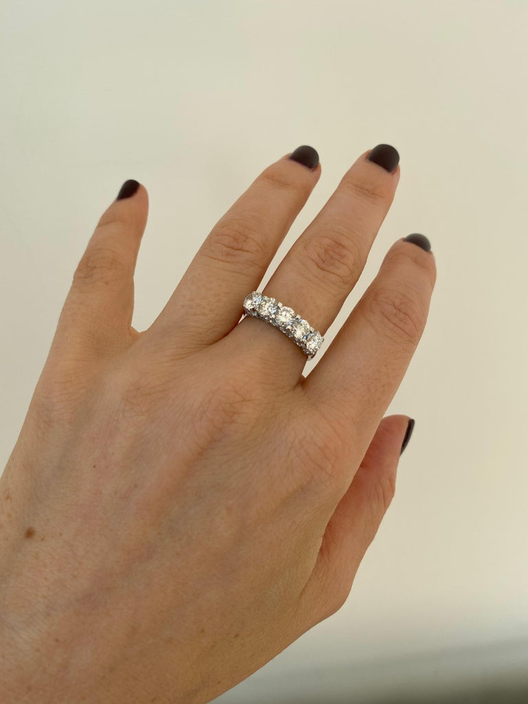 1.90 Carat Diamond Five-Stone Gold Ring For Sale 3