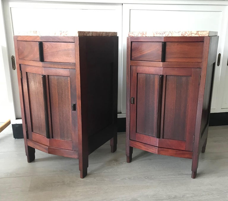 Again top quality and great condition bedside tables.   Thanks to their angular and ever modern design, these skillfully handcrafted night stands will look beautiful in both an Art Deco and a modern interior. They have a warm and wonderful patina