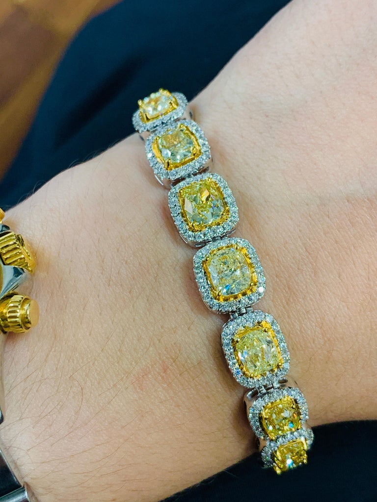 19.00 Carat Cushion Cut Yellow and White Diamond Bracelet In New Condition For Sale In New York, NY