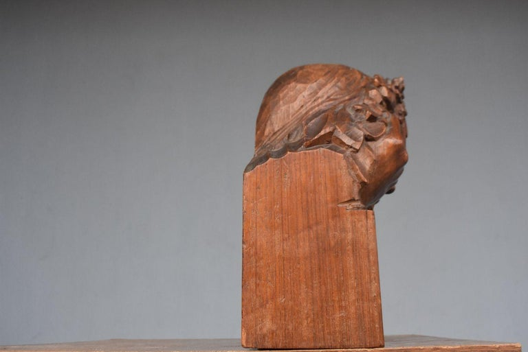 1900 Head of a Girl with Flowers Art Nouveau Sculpture in Patinated Wood In Good Condition For Sale In Marseille, FR