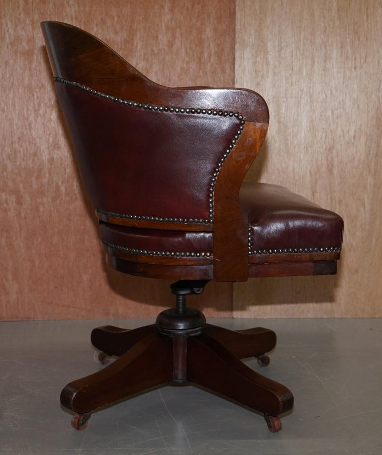 1900 Wylie & Lochhead by Appointment to the King Oxblood Leather Captains Chair For Sale 3