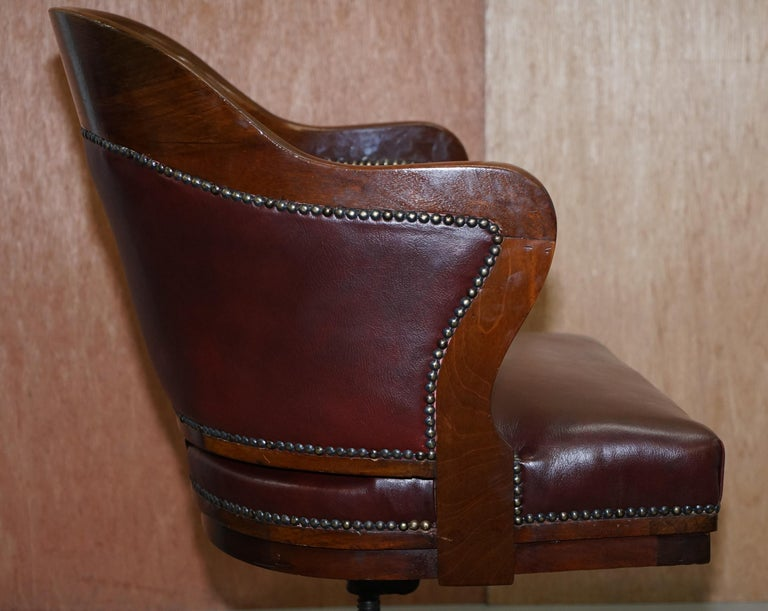 1900 Wylie & Lochhead by Appointment to the King Oxblood Leather Captains Chair For Sale 4