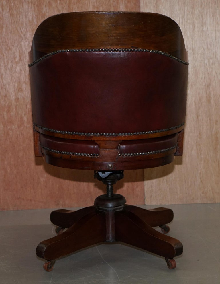 1900 Wylie & Lochhead by Appointment to the King Oxblood Leather Captains Chair For Sale 8